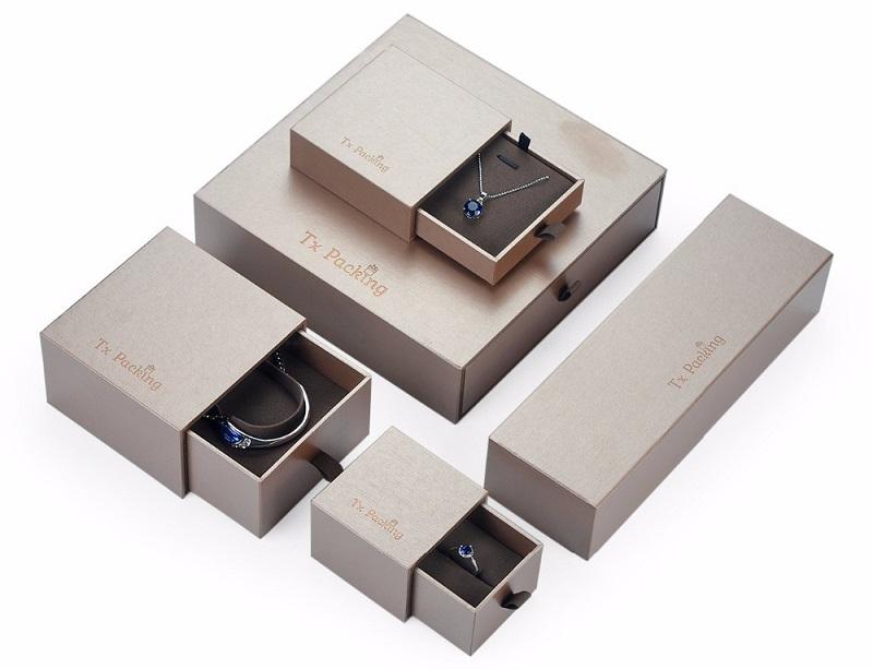 In hộp giấy trang sức đơn giản, giá rẻ để thu hút khách hàng