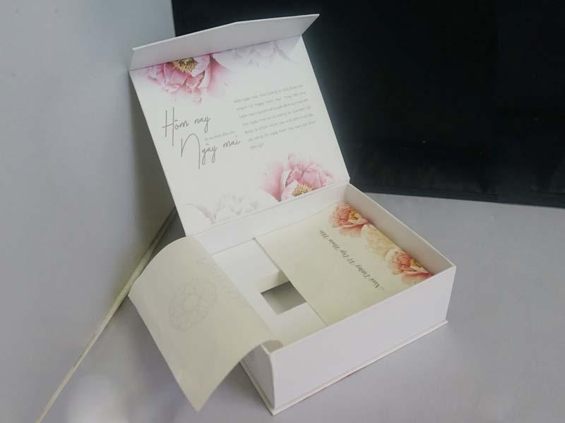 hộp đựng mỹ phẩm mẫu 4