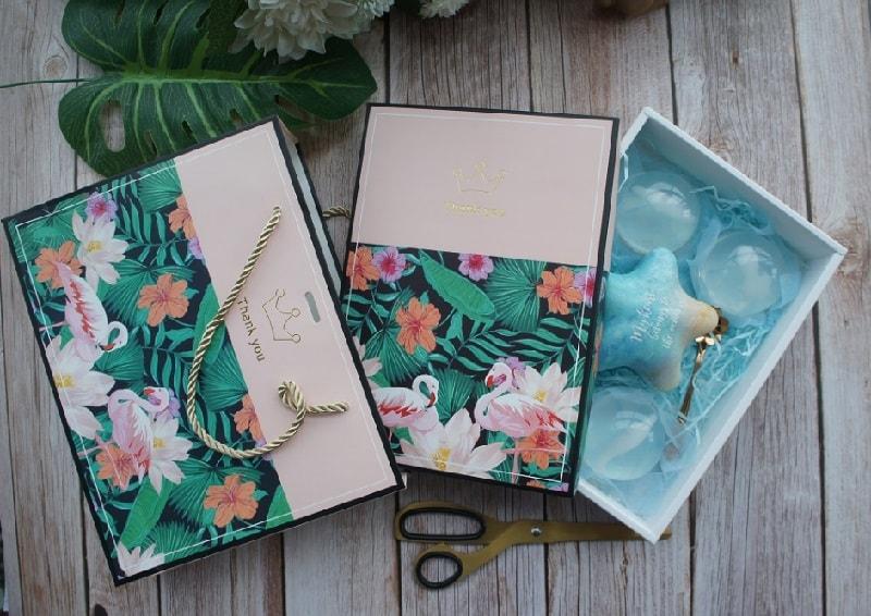mẫu túi giấy đựng quà tặng đẹp sang trọng