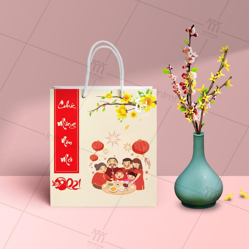 túi giấy đựng quà tết có sẵn phong cách chibi